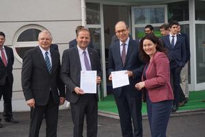 Land Tirol will mit EU-Hilfe H2 Busse installieren, Initiativschreiben an EU Vertreter übergeben