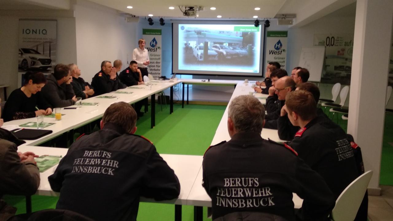 Erster Turnus der Berufsfeuerwehr Innsbruck absolvierte die erste Ausbildungsstufe zur Elektromobilität